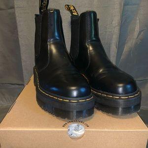 2976 quad platform chelsea boot